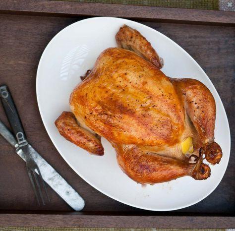 מתכון קל ומוצלח מאוד להכנת עוף שלם אפוי בתנור, איך מכינים עוף שלם בתנור? וגם - מדריך להכנת עוף שלם עם מלח גס, אורז או תפוחי אדמה בתנור.