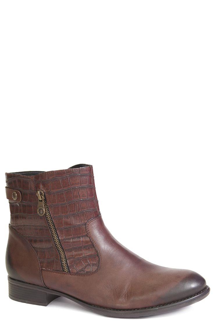 В продаже коричневые ботинки на зиму