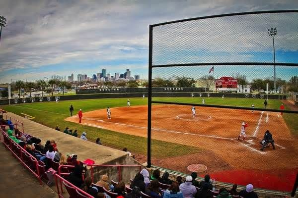 Softball stadium to receive $1.2 million in renovations Continuing an athletic facility revamp that's seen nearly every UH athletic venue undergo significant upgrades, the softball team announced plans to add an indoor practice facility to Cougar Softball Stadium for the 2018 season. Construction of the 5,600 ...