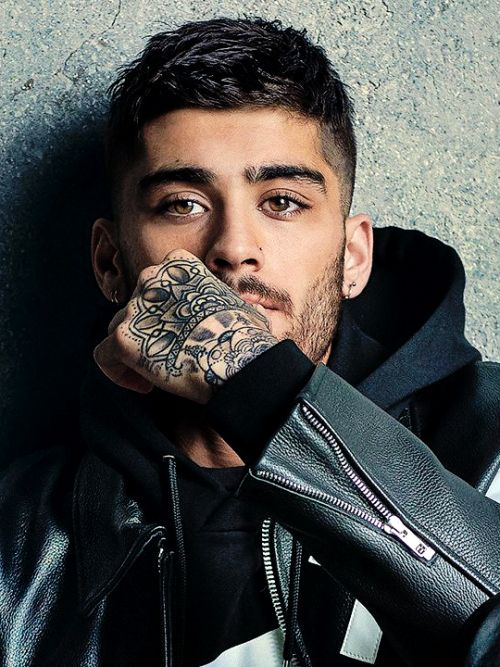 You put a spell on me Zayn Malik with those tattoos and pretty brown eyes