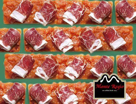 Aperitivo con base de pan de molde, tomate y jamón ibérico #MonteRegio ¡Nos vamos de #juernes!