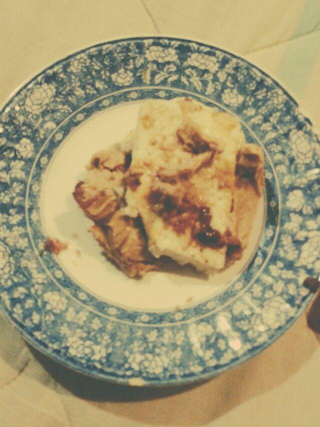 Postre y/o cena sin remordimiento... Cuajada asada con mantequilla de mani y mermelada de frambuesas sin azúcar.