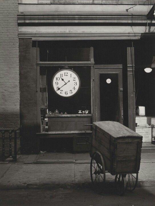 Berenice Abbott, Christopher Street Shop, 1948
