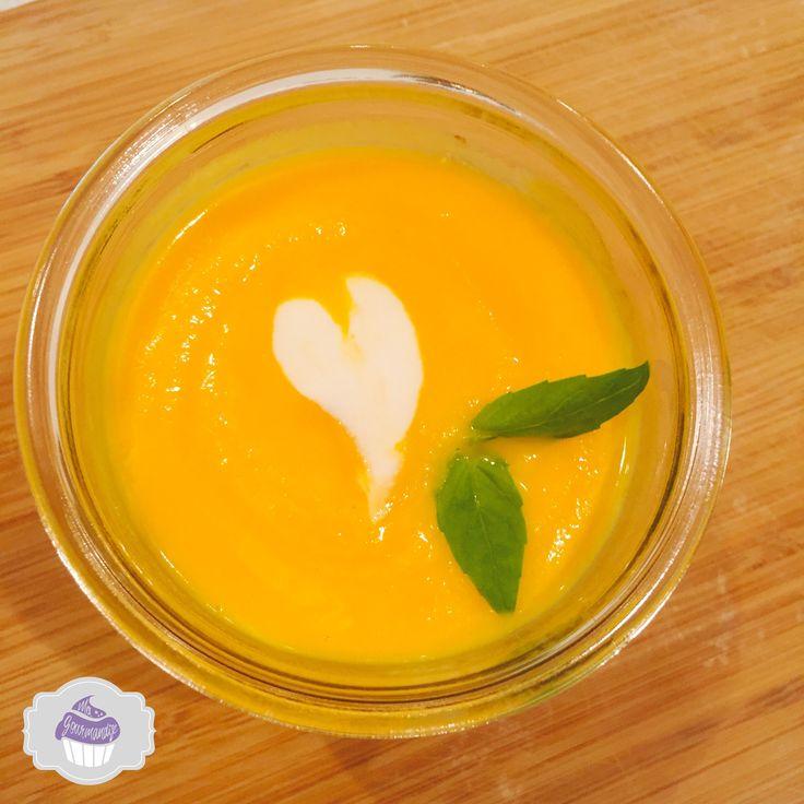 Velouté carottes navet jaune, une association délicieuse, sucrée, parfumée. Une entrée qui vous réchauffera en cette saison, à déguster sans modération !