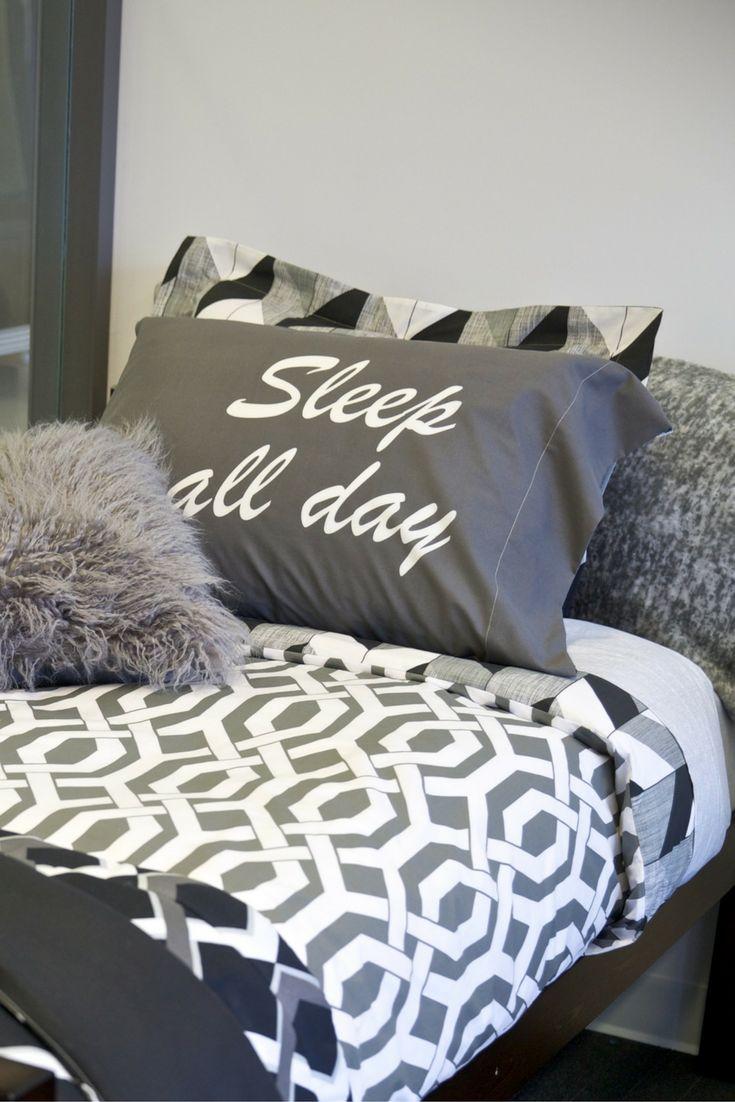 Ils auront envie de dormir toute la journée tellement cet ensemble de literie est confortable! Leurs chambres de résidence (et leurs rêves) en seront améliorées! #RetourEnClasse #chambre #literie #draps #DécorPourLeCampus #DécorPourLaRésidence #StylePourRésidence