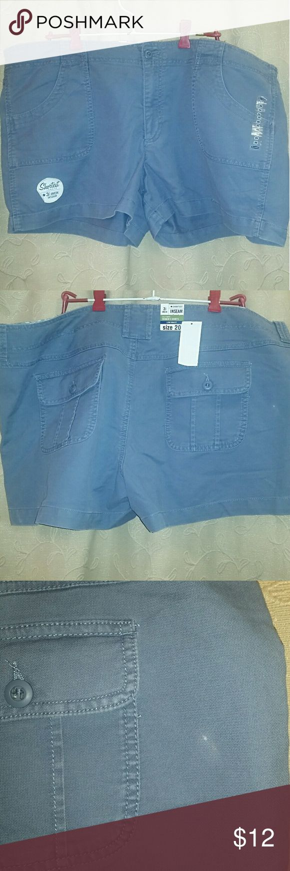 """20 Nwt Plus Old Navy Shorts blue Old Navy blue khaki shorts Size 20 Low waist  3.5"""" inseam New with tags There is a small discoloration on the back of the shorts as shown in the pictures.  ??I will be listing a lost of size 20 clothing over the next week. Im open to offers and do offer a discount on bundles.?? Old Navy Shorts"""