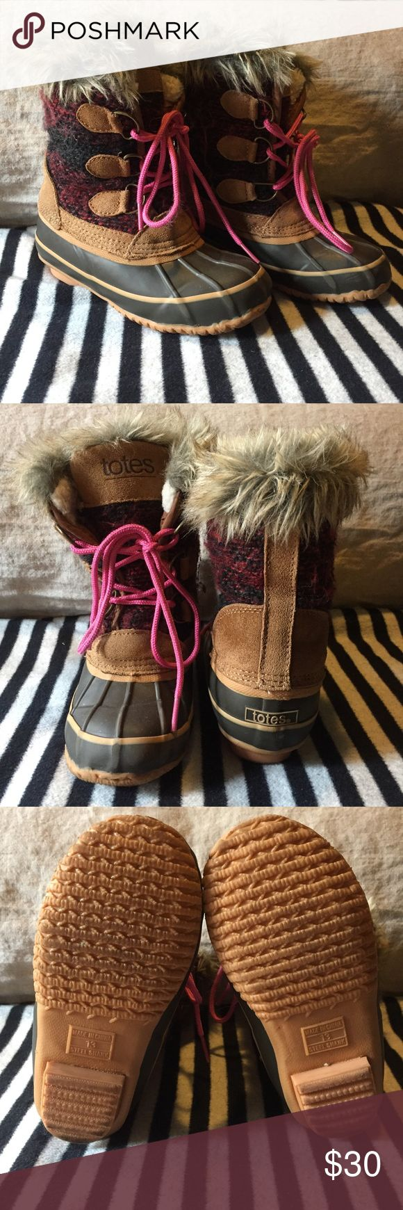 Totes Winter Boots Totes Winter/Snow Boots with faux fur and fleece lining. Duck style boots with plaid pattern in gently used condition. Plenty of wear left! Size 13. Shoes Rain & Snow Boots