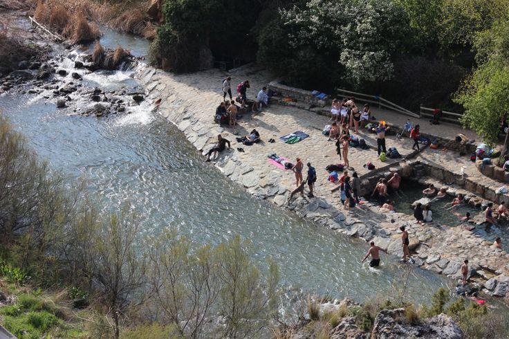 Arnedillo (La Rioja) donde sus lugareños y visitantes pueden disfrutar de ellas por mediación de su balneario o sus pozas naturales, ubicadas en el trayecto del río Cidacos, al paso del Valle.