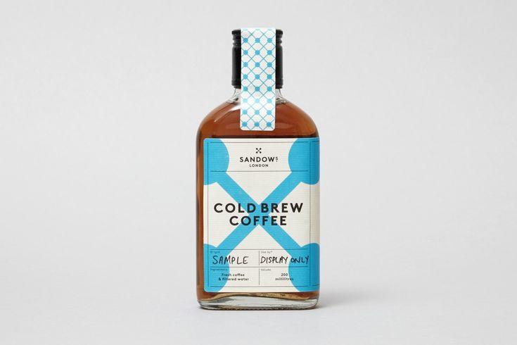 Sandows London — производитель холодного кофейного напитка. Чтобы попасть на полки крупных магазинов, бренду требовалась оригинальная упаковка. Английская дизайн-студия Studio Thomas приняла этот вызов.