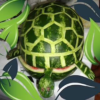 Tartaruga de melancia, o recheio é salada de frutas!