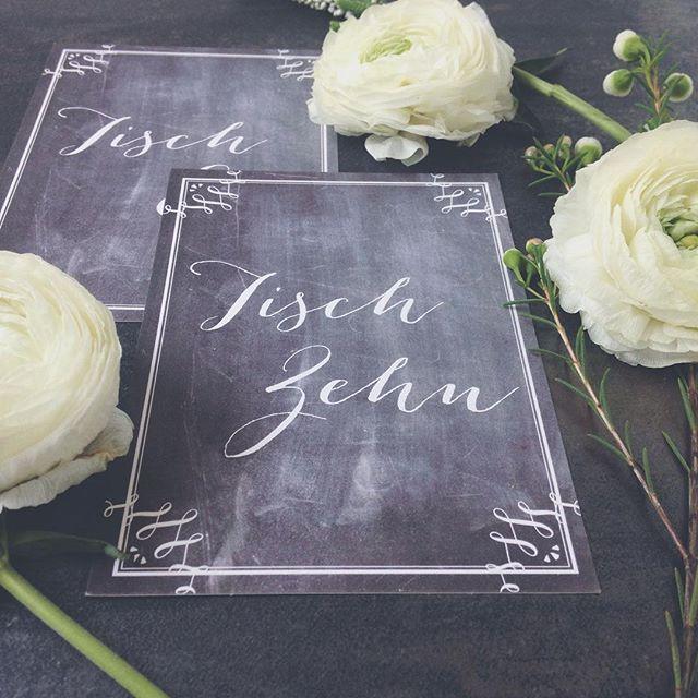 """unsere Tischnummern """"chalkboard heaven"""" 🍽 #hochzeit #wedding #hochzeitskarten #karten #hochzeitspapeterie #hochzeitseinladung #hochzeitseinladungen #tischnummern #weddingstationery #weddinginvitation #chalkboard #tafel"""