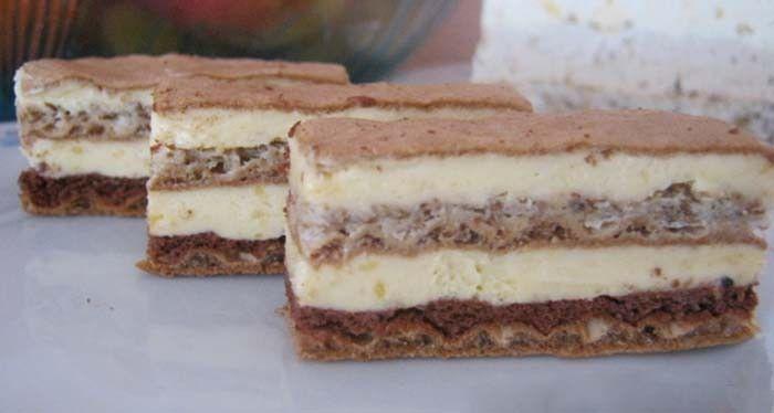 Lahodná chuť tohoto zákusku vás omámí. Jednoduchý koláček a samozřejmě velmi chutný.