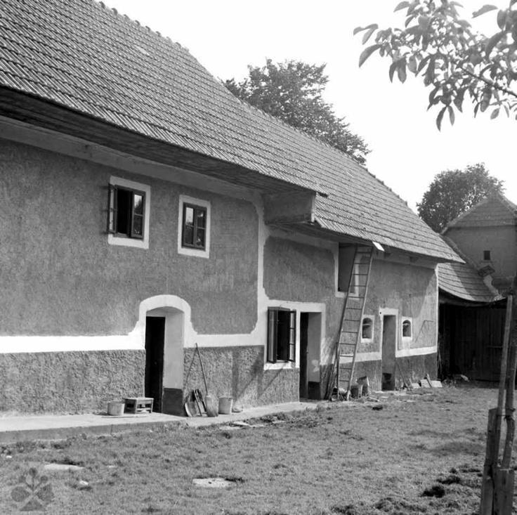Dom s výškou, Vrbovce, okr. Myjava, 1966. Foto: Ester Plicková