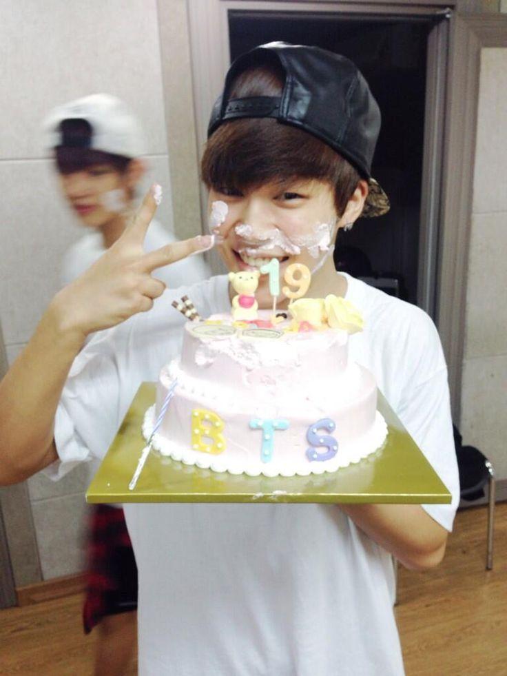 BTS Official Tweet - BTS celebrated Jimin's bday (selca) 131019
