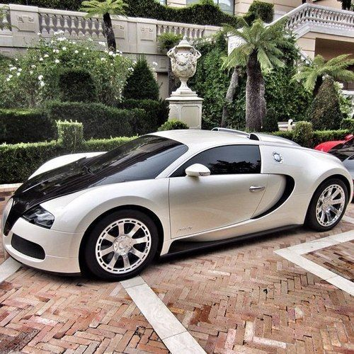 #Bugatti #Veyron.Luxury, amazing, fast, dream, beautiful,awesome, expensive, exclusive #car. Coche negro lujoso, increible, rápido, guapo, fantástico, caro, exclusivo.