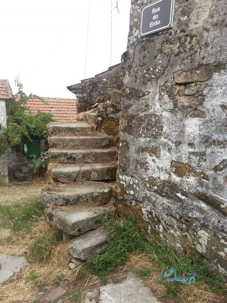 L'angle de la rue. Gralhas (près de Montalegre). Nord du Portugal 2013