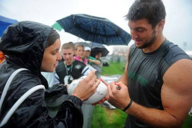 New York Jets quarterback Tim Tebow #15 signs autographs when the New York Jets held training camp Saturday, July 28, 2012 at SUNY Cortland in Cortland, New York.  (Robert Sabo/New York Daily News)