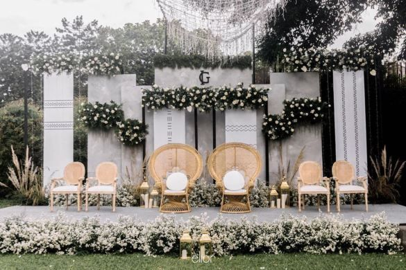 Outdoor Pelaminan The Cool Decor And Present 2019 Idewedding In 2020 Outdoor Wedding Decorations Wedding Backdrop Design Wedding Stage Design
