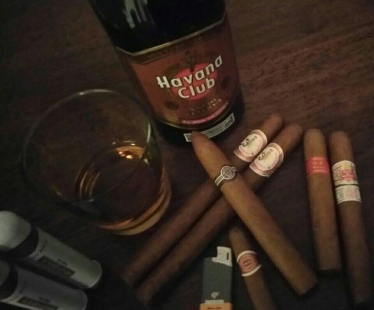 Una Selezione di sigari Cubani e Havana Club Anejo Reserva.
