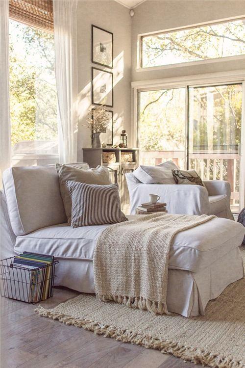 Aplicar: dormitorio cálido y luminoso aprovechando luz natural y jugando con textil de colores claros (gris, beis...)