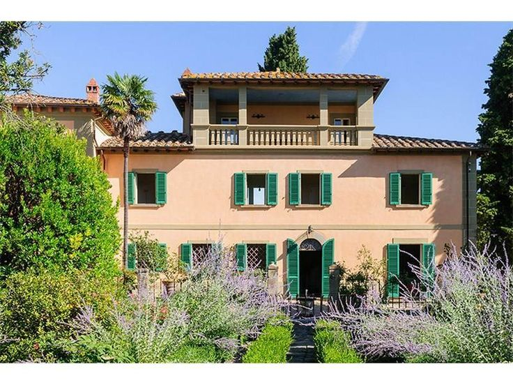 The estate is close to the charming Renaissance hilltop village of Monte San Savino.  Asking Euro 4.5m (2016)
