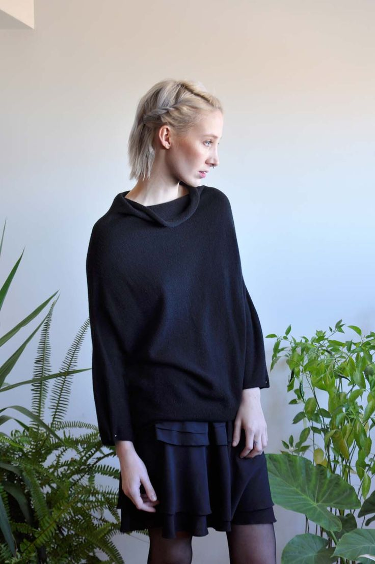 Aroma30 - Minimal chic Cashmere sweater with piercing detail on the cuffs / Layered skirt