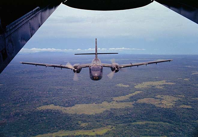 vietnamwarera­.com - Royal Australian Air Force de Havilland Canada DHC-4 Caribou of 35 Squadron.
