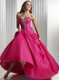 OMG such a pretty prom dress!! I wish I was in high school again so that I could wear this and not look like a dork.