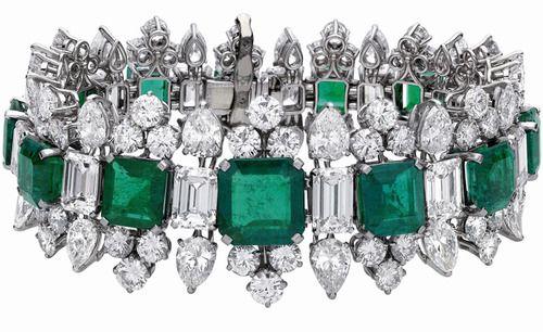 Braccialetto in oro bianco, smeraldi e diamanti di Bulgari appartenuto a Liz Taylor