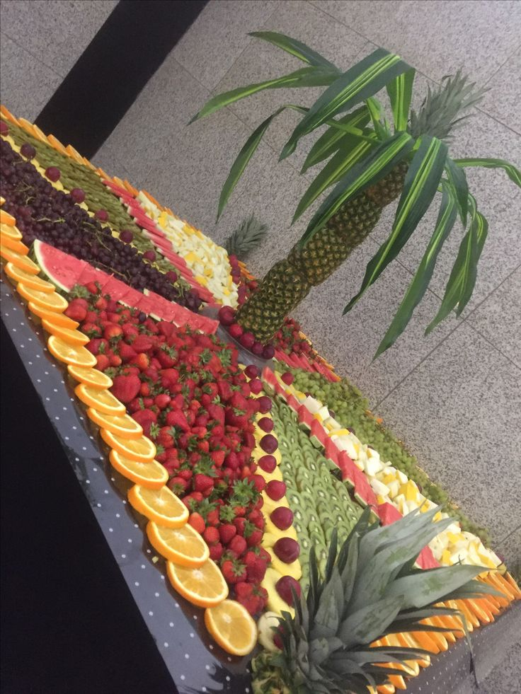 Fruit display in geometric shapes