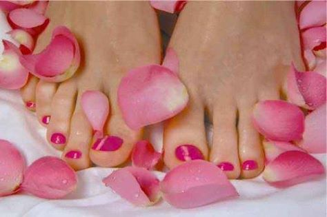 Don't feel very comfortable wearing sandals as yet? Join us at Summerfields Spa and indulge in an amazing Florentine Pedicure!  Sit back and relax while we perform a little 'foot magic' which includes a soak, scrub, a little cuticle care, filing and painting! All this for only R350 and most importantly, don't forget to bring along those strappy sandals. You'll need them when you leave!