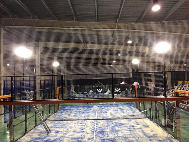 Padel Indoor Figueres, proyectores de led en pistas de padel indoor