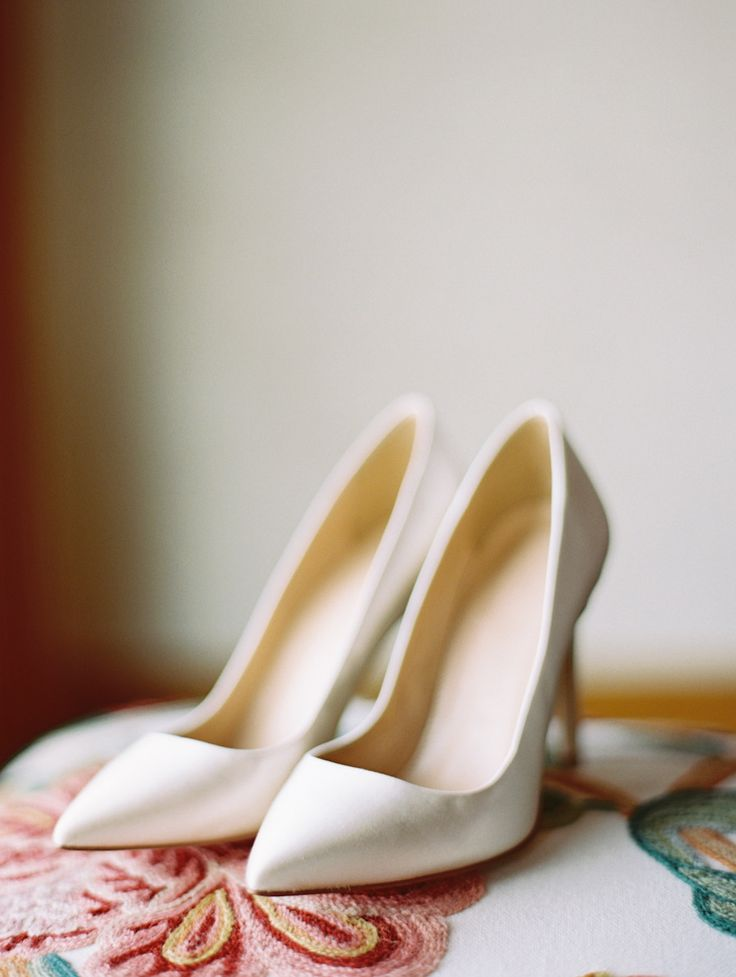 Stylish and sophisticated pumps. Photography: Sarah Hasstedt - www.sarahasstedt.com, Shoes: J.Crew - www.jcrew.com Read More: http://www.stylemepretty.com/southwest-weddings/2014/04/29/rustic-meets-classic-vail-wedding/