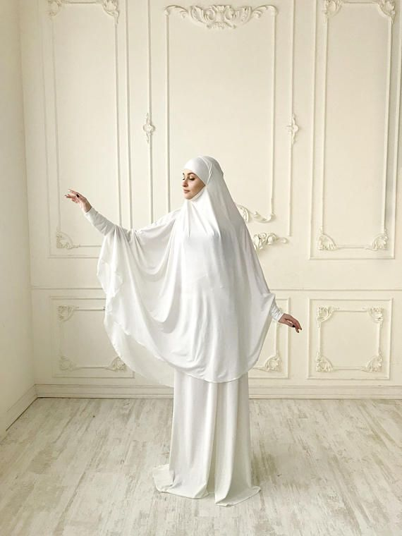 The original model of the traditional hijab - khimar, which is a single movement can become a niqab. You just need to lift hijab from his chin and closes face. Soft milky color looks festive and gorgeous! This model burkas have a cuff that will make your hijab is not only very