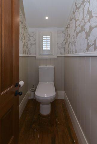 Decorative wallpaper in toilet