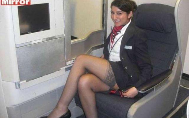 Hostess fanno sesso e spogliarelli in volo con il pilota #voli #hostess #sesso #piloti #aerei
