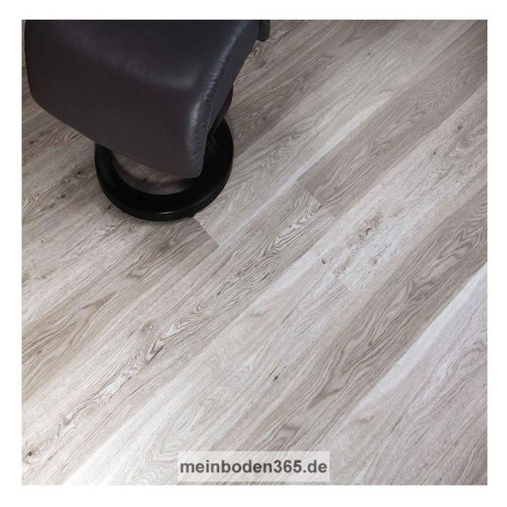 Das Vinyl Dresden in dem Dekor Eiche weiß ist ein LVT Designboden mit einem 3-Schicht Aufbau und PVC Träger. Der Vinylboden hat eine Stärke von 5 mm, die Oberfläche ist eine Porenstruktur und besitzt eine Nutzschicht von 0,55 mm. Ein spezielles Klicksystem (LOC) verbindet die Dielen, welche zudem eine umlaufende Fase besitzen. Die Verlegung des Bodens erfolgt schwimmend auf einem festen Untergrund. Der Boden ist auch zu 100% recyclebar.