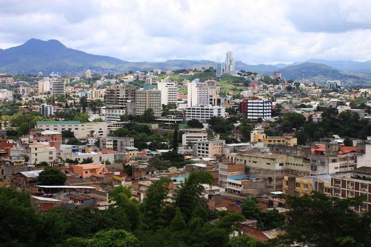 Fotos de Tegucigalpa – Honduras * Tegucigalpa, commonly referred to as Tegus, is the capital of Honduras and seat of government of the Republic, along with its twin sister Comayagüela.  *  Population: 765,675 (2001)