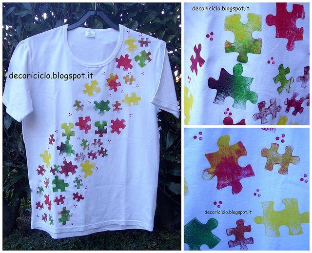 T-shirt stampata con pezzi di puzzle spaiati, facile, anche per i bambini