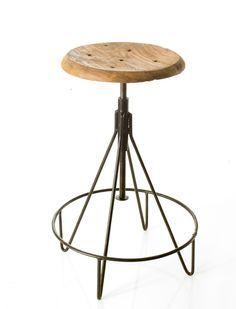 Lieblingsstück! Super Hocker mit Holzsitzfläche, in der Höhe verstellbar, Beine aus Metall.