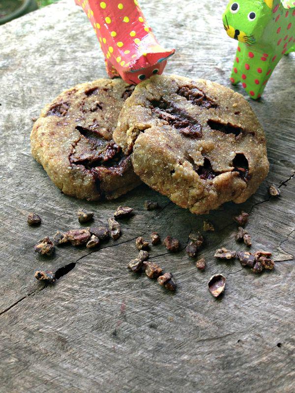 Raw vegan choc chip sunshine cookies #nut-free #sugar-free #TheHassleFreeLunchBox #RawAndPeace