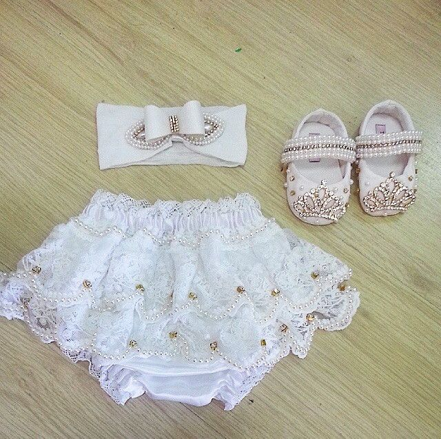 Sapatinho e tiara para sua princesa com detalhe bordado. <br> <br>Aceitamos encomendas de outras cores e bordados. <br>Consulte!