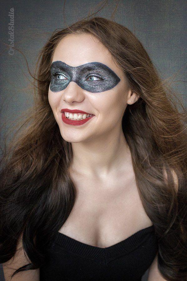 Diamond Mask Photographer: Cristina Garganciuc _ CristalStudio Model: Diiana Sst _ Dalles go MUA : Irina Cajvaneanu _ Irina Cajvaneanu Make-up #makeup #mask #glitter #diamond #diamondmask