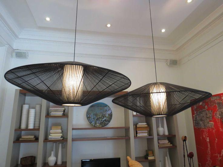 Lámparas colgantes de yute. Diámetro de 80 a 130 cm. Colores negro, natural y gris.