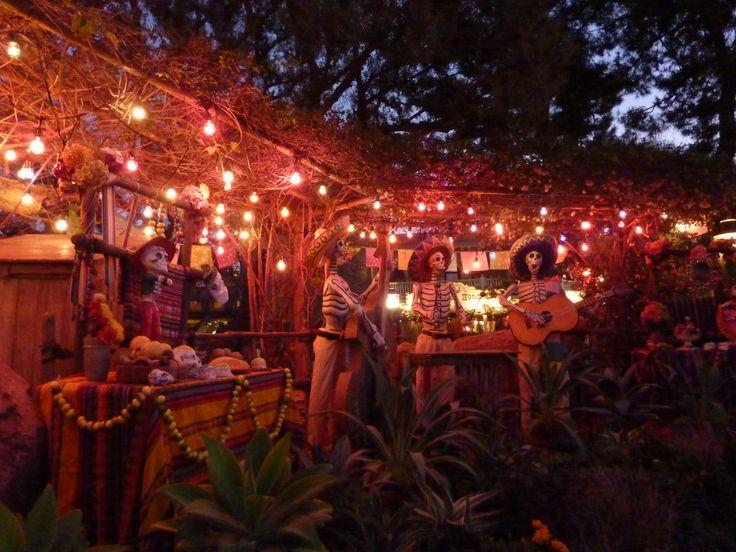 Skeleton band, Disneyland California. Photo, Tania Cavaiuolo