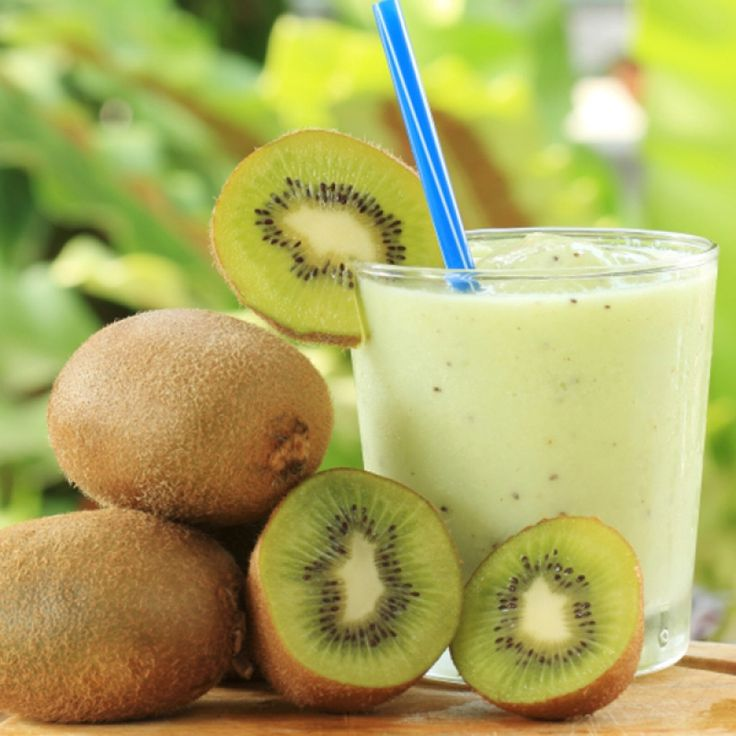 This banana kiwi smoothie is a smooth and creamy treat.. Banana Kiwi Smoothie Recipe from Grandmothers Kitchen.