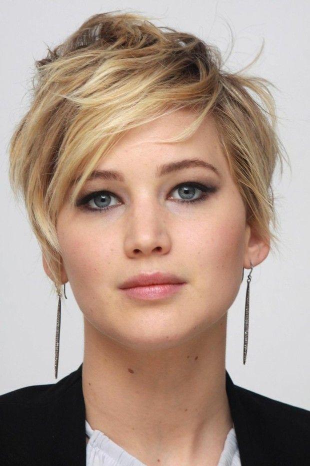 kurze Haare blonde Strähnen braun rundes Gesicht