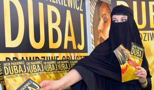 Zdjęcie z pierwszych dni promocji książki Dubaj Prawdziwe oblicze.   http://palkiewicz.com/ksiazki/dubaj-prawdziwe-oblicze/