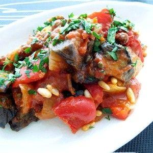 カポナータ by yukoさん | レシピブログ - 料理ブログのレシピ満載! イタリアのシチリアを代表する夏野菜料理「カポナータ」。アラブ料理の影響を受けたといわれており 砂糖とワインヴィネガーで甘酸っぱく仕上げています。できたてよりも冷蔵庫に置いて味をなじませてからいただくと...