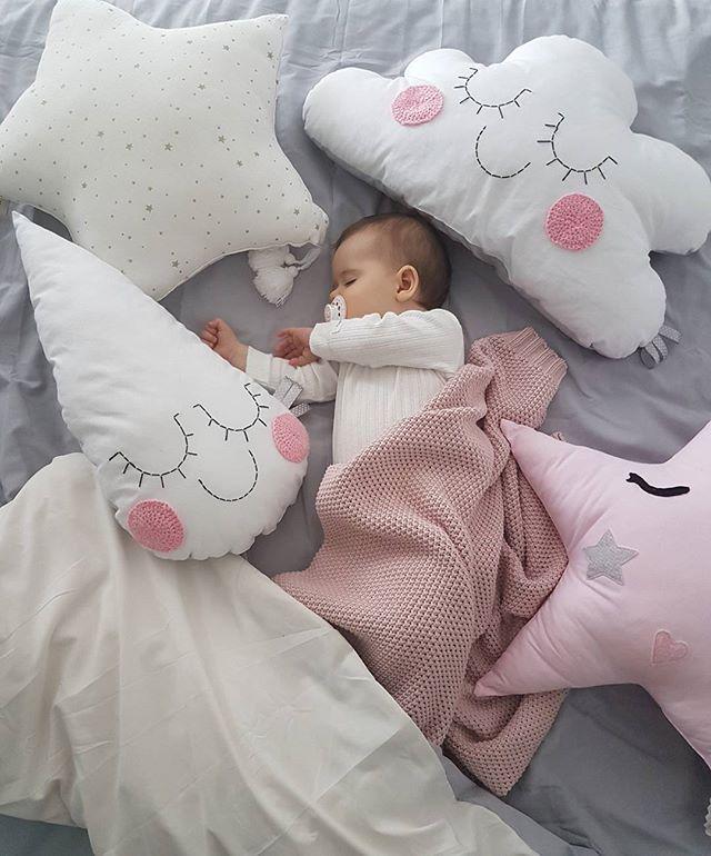Moja biedulka mała, niestety gorączka się utrzymuje🤒🤕😷, głównie wieczorem i w nocy... i widać po jej oczkach osłabienie, nie ma apetytu... chyba jednak bez lekarza się nie obejdzie...🤔😥😭 #Wiktoria #drzemka #naptime #babyslepping #biedulka #biedactwo #chora #chorowitek #mojacorcia #mojebiedactwo #mojamyszka #córka #daughter #mommysdaughter #coreczkamamusi #kocham #loveher #myeverything #mywholeworld #niemowlę #baby #littlebaby #justbaby #